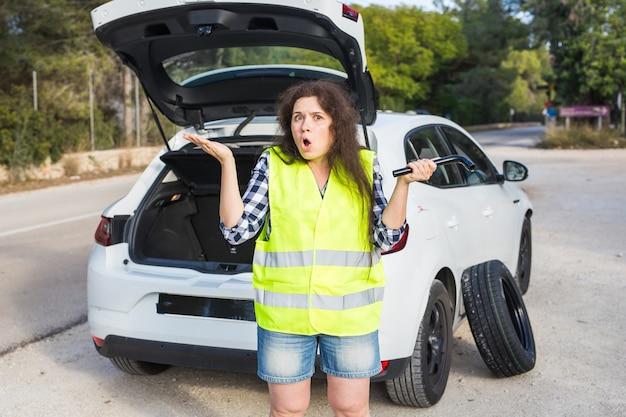 Een jonge vrouw was erg verrast toen haar auto pech kreeg