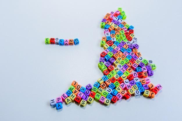 Een kaart van engeland met behulp van de gemaakte letters.