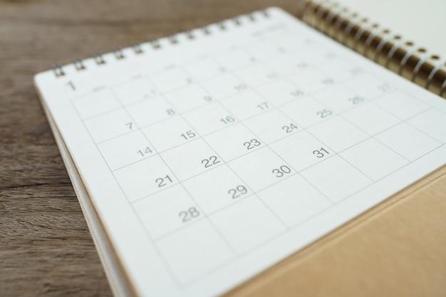 Een kalender van de maand. planningsconcept met exemplaarruimten