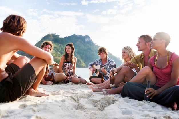 Een kaukasische familie geniet van de zomervakantie