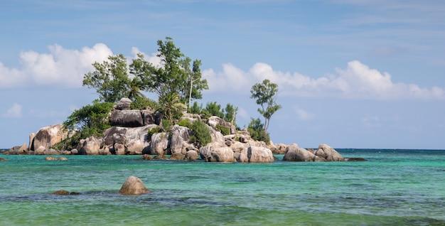 Een klein eiland in de oceaan, seychellen