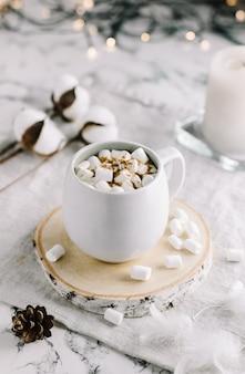Een kopje heerlijke cacao met marshmallows