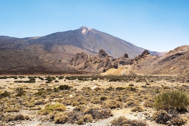 Een krater in het teide vulkaan nationaal park. een uitzicht op mars. tenerife. spanje.