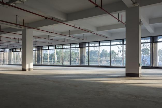 Een leeg gebied in een bedrijfsgebouw