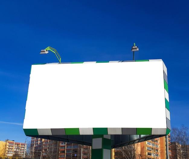 Een leeg reclamebord buitenreclameposter met mockup
