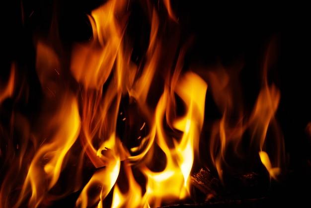 Een lekker vuur in een open haard