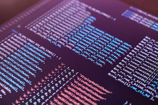 Een macro-monitorscherm met programmacode erop, het nieuwe php-script maken