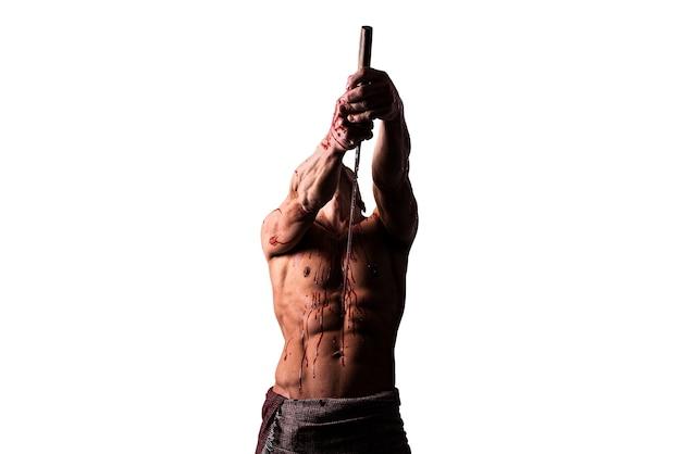 Een man met een katana, in bloed, maakt hara-kiri. geïsoleerd op een witte achtergrond. voor elk doel.