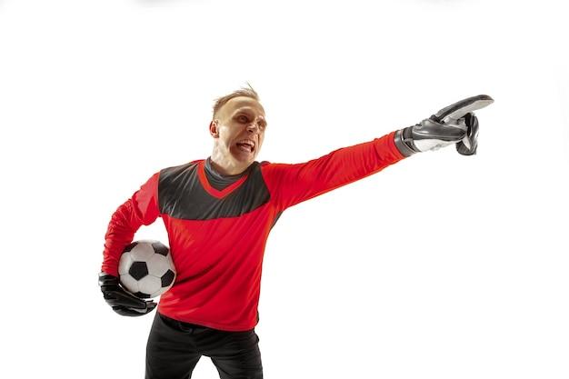 Een mannelijke voetballer keeper weg wijzen en schreeuwen geïsoleerd op een witte achtergrond