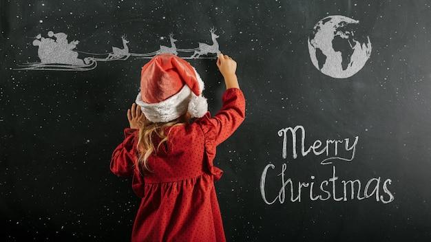 Een meisje in de hoed van de kerstman trekt kerstmistekening
