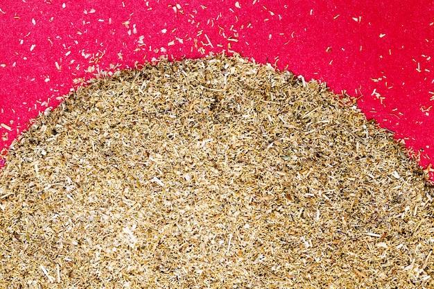 Een mengsel van natuurlijke kruiden die in de traditionele volksgeneeskunde als medicijn worden gebruikt, gedroogde kamillebloemen en andere planten om ziekten in de volksgeneeskunde te behandelen
