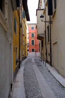 Een mening van een straat van verona in italië