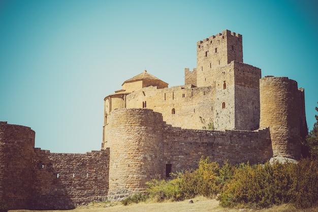 Een middeleeuws kasteel van loarre, aragon, spanje.