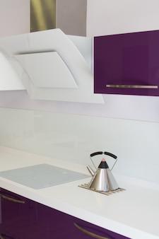 Een modern keukenmeubilair en decoratie