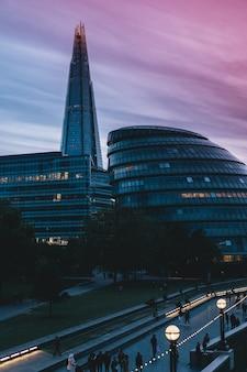 Een moderne architectuur met een prachtige hemel