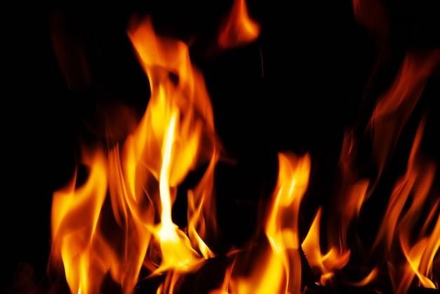 Een mooi vuur in een open haard