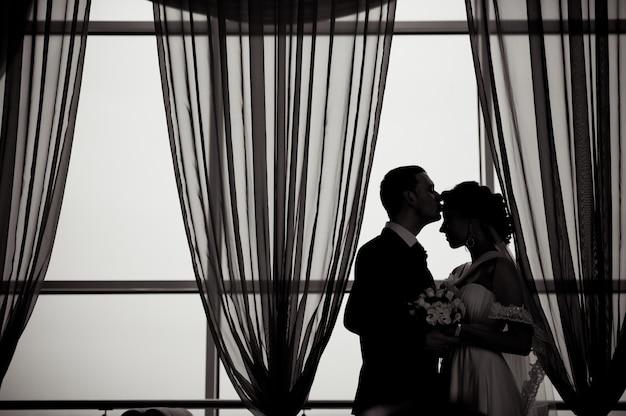 Een mooie bruid en bruidegom