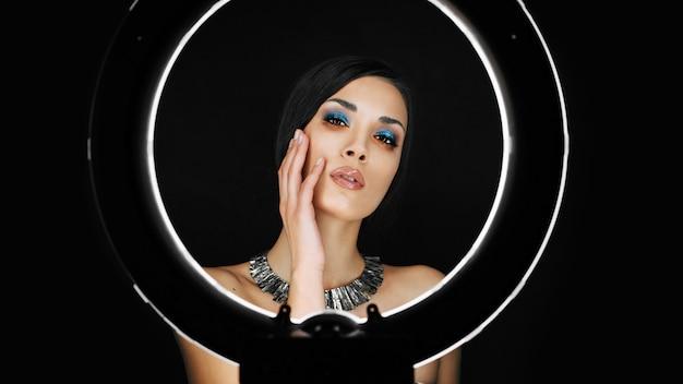 Een mooie jonge blanke meisje met een mooie make-up