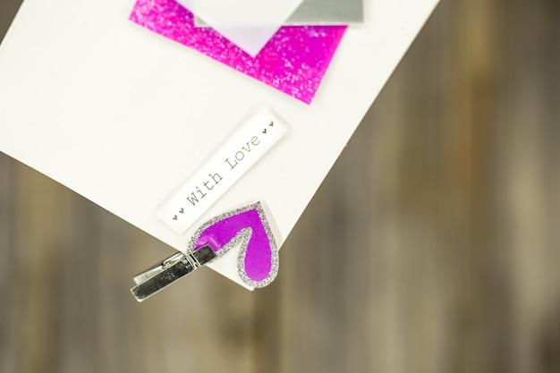 Een mooie liefdesbrief of een kaart, een tekst met liefde, close-up