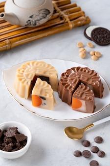 Een mooncake pudding is een chinees bakkerijproduct dat traditioneel wordt gegeten tijdens het midautumn festival