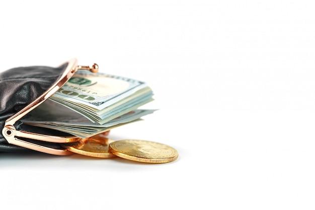 Een open zwarte portemonnee met geld, dollars en bitcoin munten op wit.