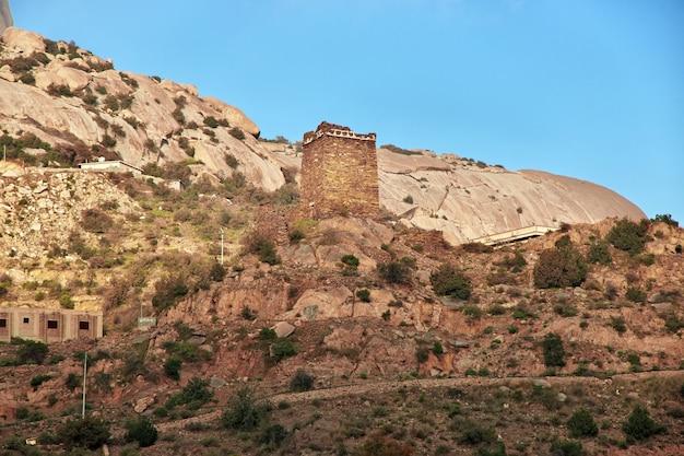 Een oud fort in hejaz-gebergte in saudi-arabië