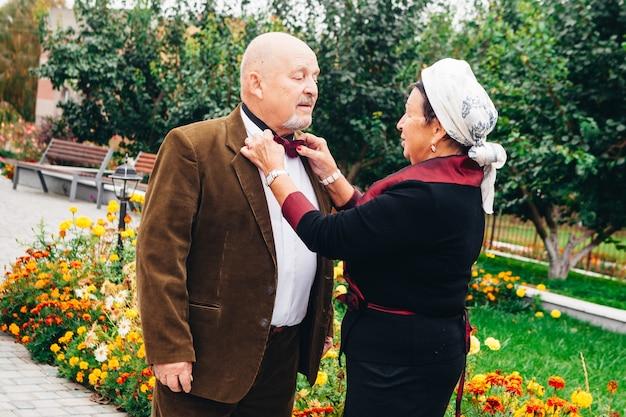 Een oud verliefd stel dat hun hele leven samen heeft geleefd