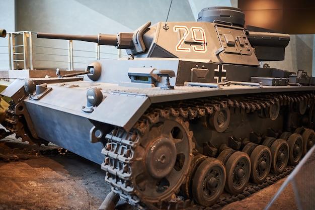 Een oude duitse tank uit de tweede wereldoorlog