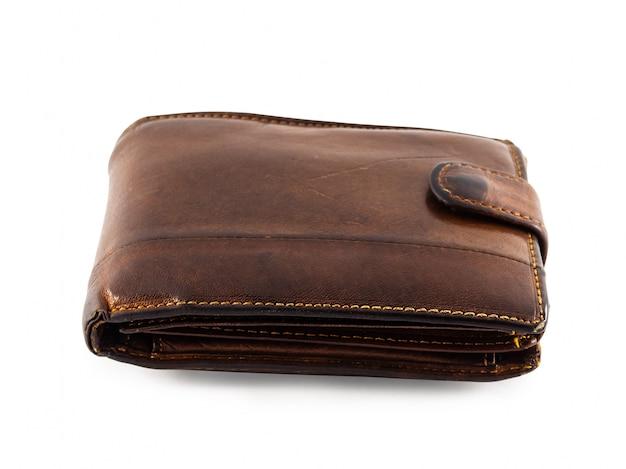 Een oude, versleten en bekraste portemonnee. bruine portemonnee op wit