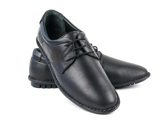 Een paar klassieke zwarte geïsoleerde schoenen van leerherman. klassieke herenschoenen.