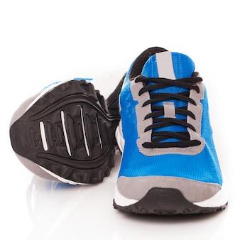 Een paar sneakers