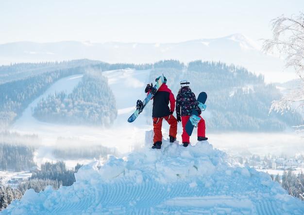 Een paar snowboarder