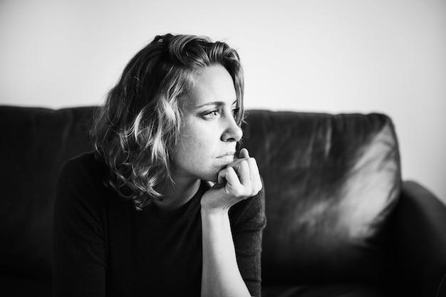 Een persoon die aan een depressie lijdt