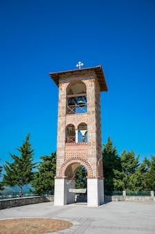 Een pittoreske orthodoxe oude tempel in trebinje. bosnië-herzegovina.