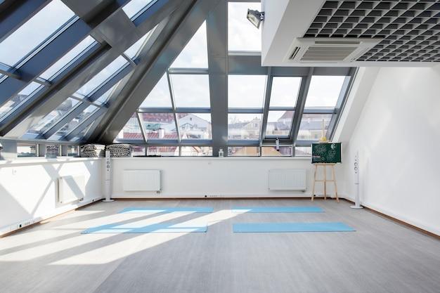 Een plek voor sporttraining in yoga en fitness