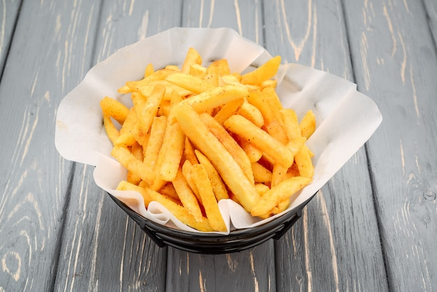 Een portie frietjes, gebakken aardappelen