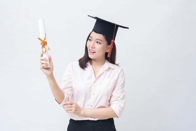 Een portret van mooie jonge aziatische vrouw met onderwijsglb, onderwijsconcept.
