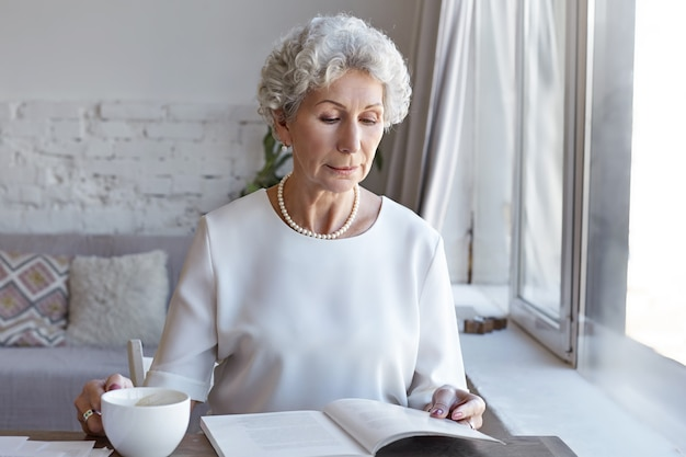 Een portret van senior zakenvrouw