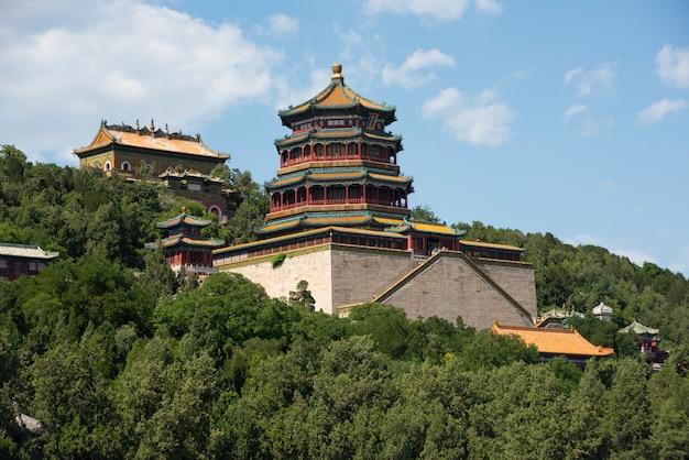 Een prachtige keizerlijke tempel in de regenwouden