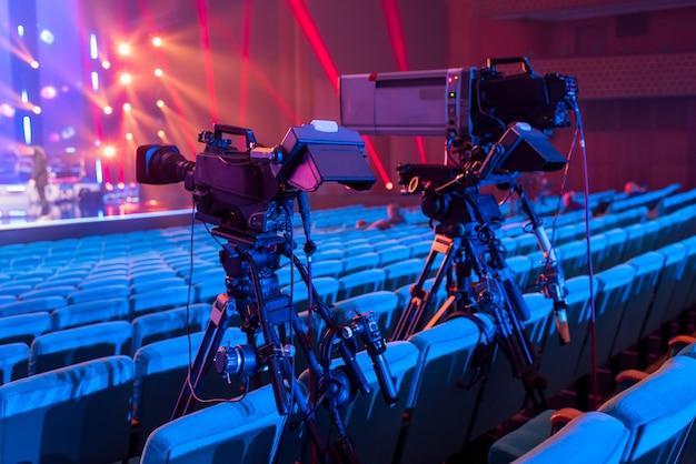 Een professionele televisiecamera voor het filmen van concerten en evenementen