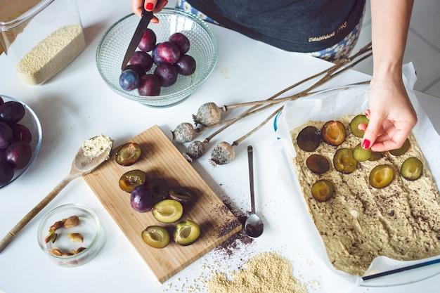 Een pruimentaart bakken