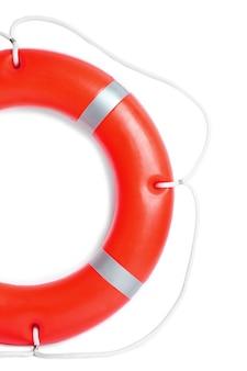 Een reddingsboei voor veiligheid op zee, op wit
