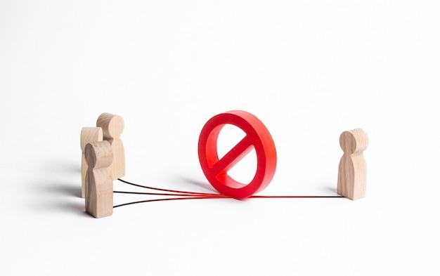 Een rood verbodssymbool nee blokkeert contacten tussen mensen en een persoon. misverstand