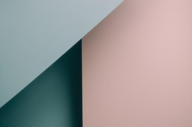 Een roze en blauw blauw pastel plat lag achtergrond met scherpe lagen en schaduwen met kopie ruimte geslacht