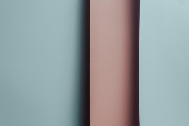 Een roze en blauwe pastel plat lag achtergrond met scherpe lagen en schaduwen met het geslacht van de kopieerruimte