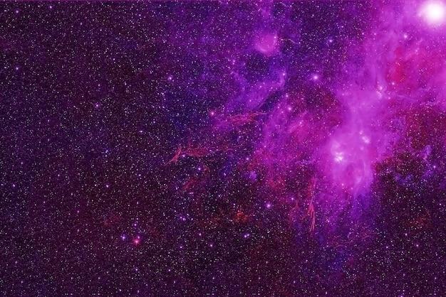 Een roze sterrenstelsel in de verre ruimte. elementen van deze afbeelding zijn geleverd door nasa. voor welk doel dan ook.