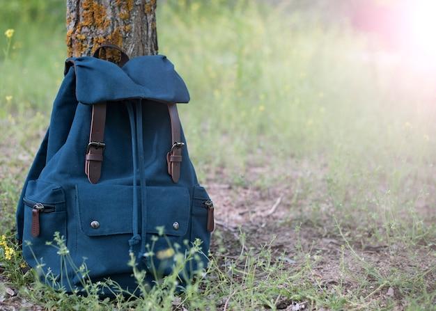Een rugzak voor reizigers in de natuur