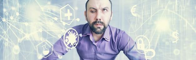 Een schele, bebaarde man kijkt in het frame. oogziekte. het concept van een onervaren specialist. spion buurman.