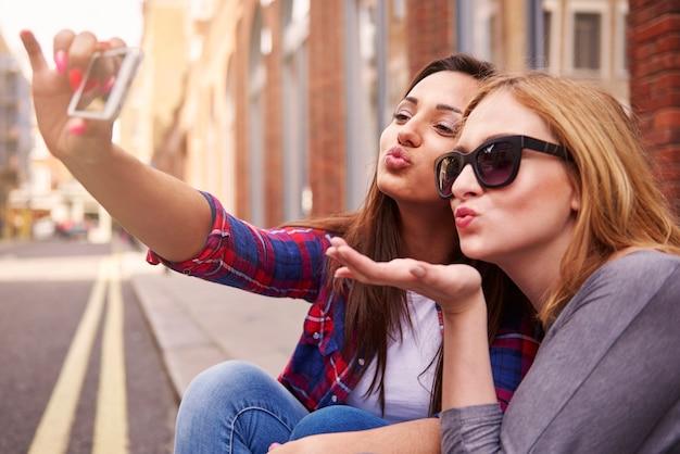 Een selfie maken tijdens de zonnige dag