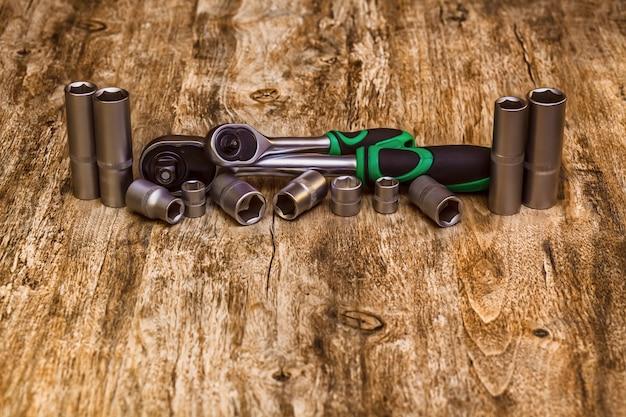 Een set gereedschapskoppen voor het losdraaien van schroeven, bouten en moeren.